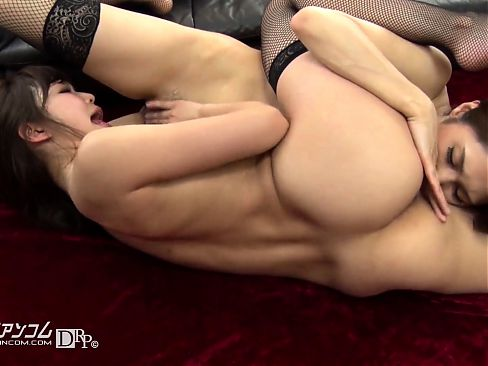 Lesbian anal babe toying stretched ass and fingering pussy