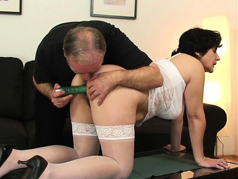 Toying her old hairy snatch before double penetration